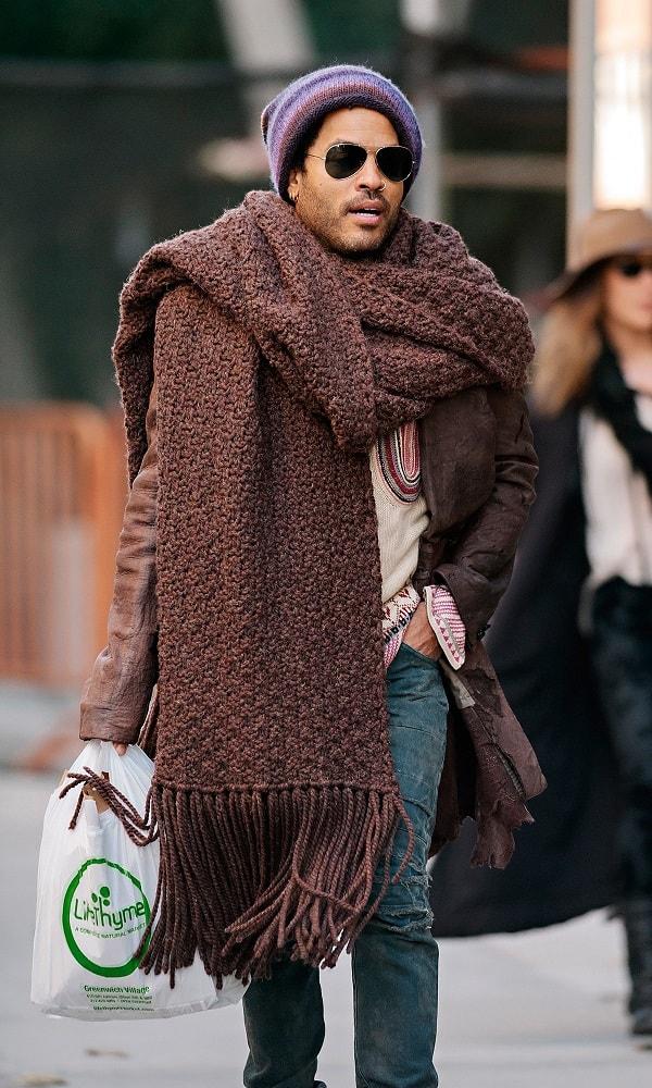 lenny-kravitz-hug-scarf-min