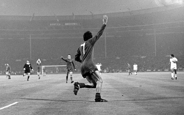 tumblr_george-best-v-benfica-1968-european-cup-final1